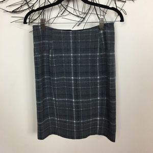 LYSSE gray plaid soft skirt. Medium.